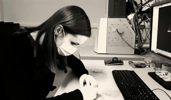 Skúma fotoniku – technológiu 21. storočia. Talentovaná doktorandka Petra Urbancová získala ocenenie Študentská osobnosť Slovenska